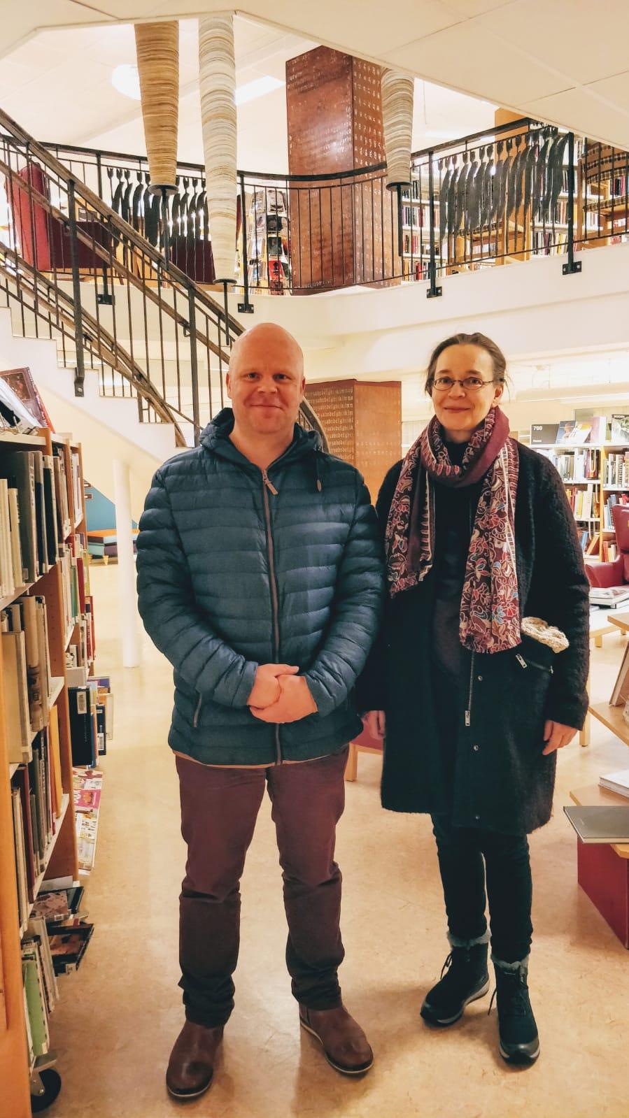 Oikealla Anne-Maaria Saransalmi, Haaparannan Kaupunginkirjasto